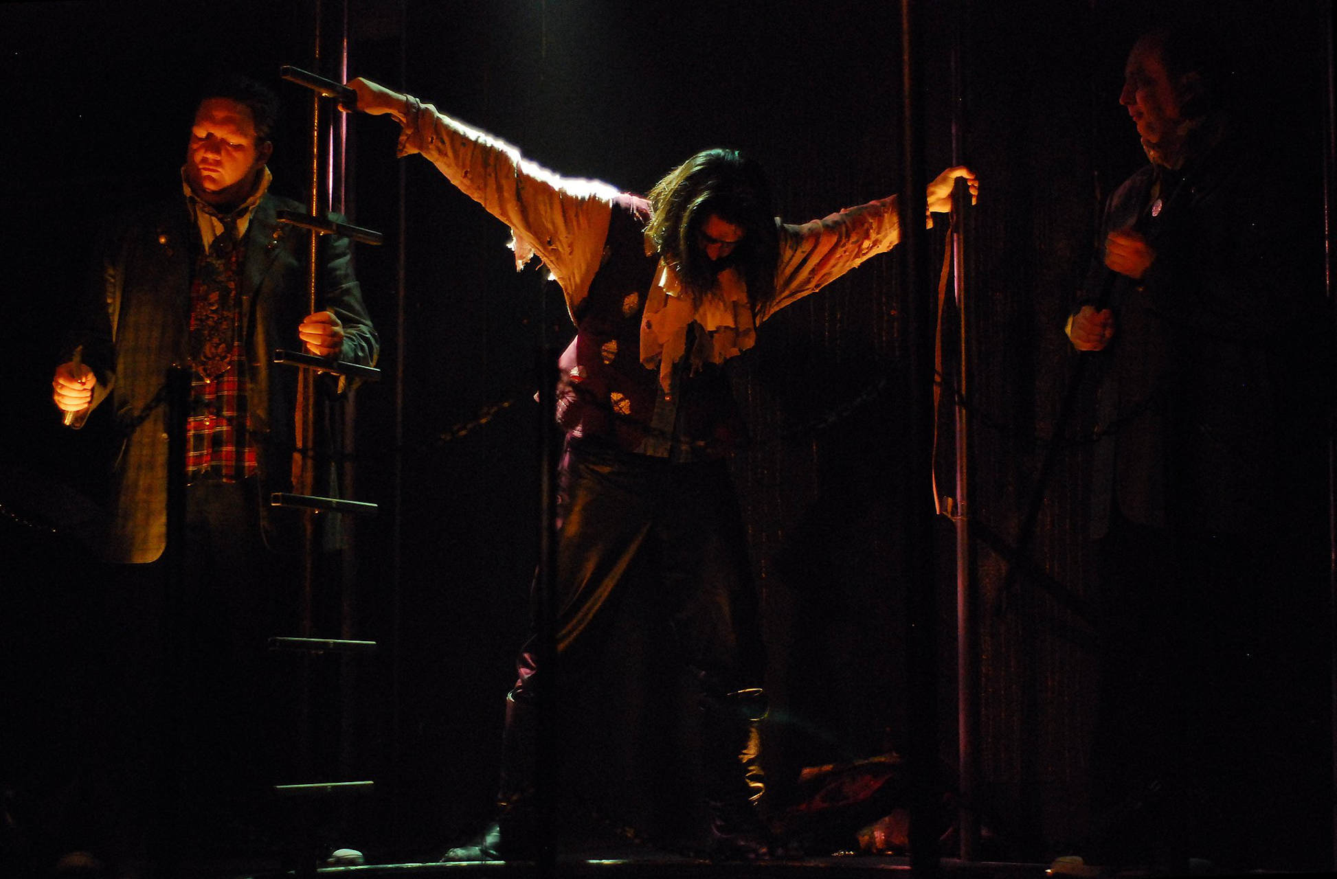 NEVERWHERE (Lifeline Theatre, 2010 - photo by Paul Metreyeon)
